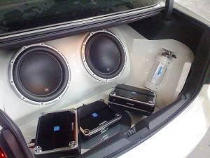 Колонки встроенные в машину