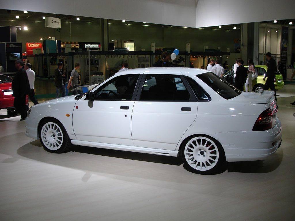 Lada priora sport выполненная в белом цвете